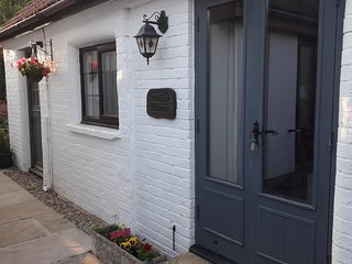 Pikes Barn - A true gem, walking distance to Taunton. Cosy and compact barn.