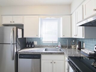 One Block to the Beach, Sunnyside Up Townhome A