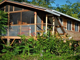 Fully equipped 2 bedroom tree top cottage, with large balcony in private garden