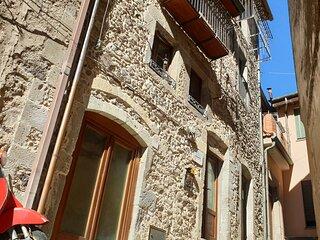 Sardinia Beautiful Base: Casa Antica in Borgo Antico