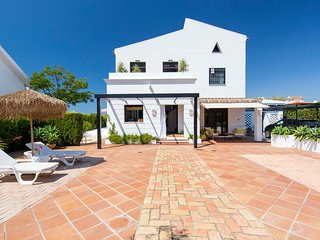 Awesome home in El Rompido with WiFi, Outdoor swimming pool and 3 Bedrooms (EAL0