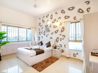 Cozy Room in Main Street Bandra.