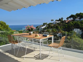 Beachside detached villa, sea views, private pool and ADSL/broadband connection.