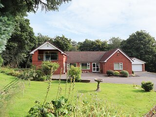 LLYS OFFA, superb property with swimming pool, sauna, snooker, WiFi, gardens