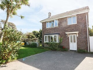18 POLVELLA CLOSE, comfy, relaxing family house 450 yards from Fistral Beach