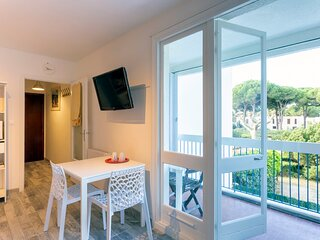 Studio lumineux Balcon - 2 pers Parking privatif 500 m de la mer et centre ville