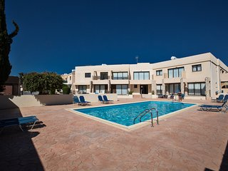 Napiana 005, sleeps 5, comm. pool and Free WiFi