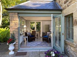 Beautiful converted coach house close to Edinburgh