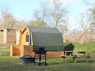 Rum Bridge Hazels dog friendly double glamping pod, Suffolk