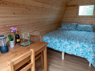 Willows lakeside glamping pod - sleeps 3 - optional fishing