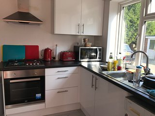 Stunning 2-Bed House in High Wycombe ,