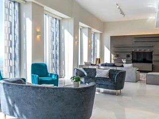 Penthouse with Stunning Views, Cayan Tower