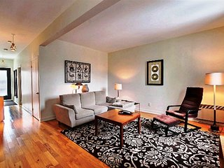 #118 Lovely, Picturesque APT in Rosemont