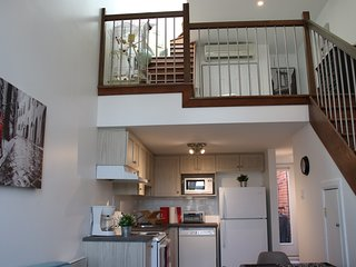 #255 Renovated Loft. Modern & Spacious