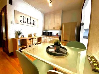 #183 Stylish Apt in a Wooded and Safe Area (Rosemont)