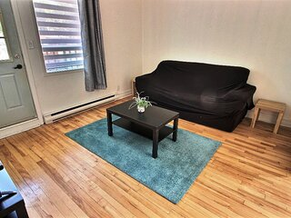 #632 - Tastefully Renovated - Huge Bedroom