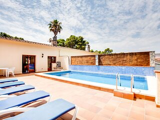Chic Holiday Home in Playa de Pals with Terrace