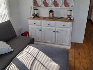 Modern 2 bedroom chalet  leysdown ken 2 double bedrooms sleeps  4t