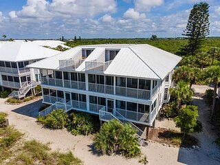 Enjoy an Unobstructed view of the Gulf from this Cheery Villa! B2913A