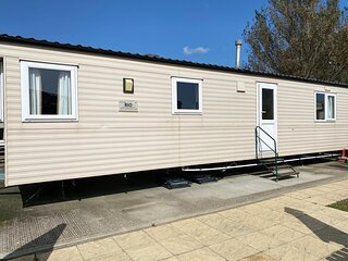 6 Berth dog friendly Caravan for hire, Martello Beach Clacton on Sea ref 29096a