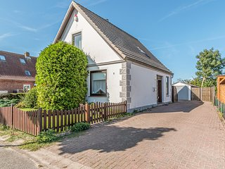 Amazing home in Friedrichskoog with WiFi and 4 Bedrooms (DSH816)