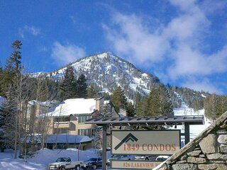 Retro 3 Bed 3 Bath Condo with Mountain View! Steps to Canyon Lodge! (Unit 210