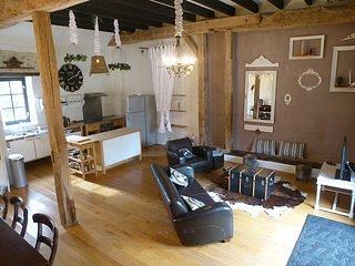 Chateau Embourg 1. Appartement: Paradies für Familien, Ort zum Entschleunigen, holiday rental in Chantenay-Saint-Imbert