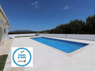 Villa Casa São Paio - Beautiful villa with Pool sleeps upto 10 near Sesimbra
