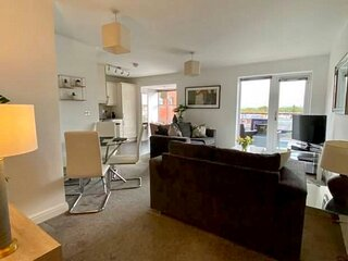 Waterside Luxury Apartment with wonderful views spacious open plan 2 beds slps 3