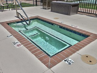 Great Vacation Escape! Three Comfy Units for 18! Parking and Pool!