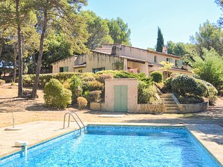 Stunning home in La Tour D'Aigues with Outdoor swimming pool, WiFi and 4 Bedroom