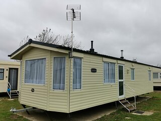 6 berth caravan for hire at St Osyths Clacton-on-sea, Essex ref 28021CW