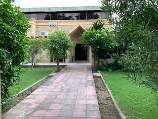 Royal Hayat Guest House-flat-screen Tv and terrace
