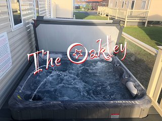 The Oakley Caravan and Hot Tub at Tattershall Lakes Country Park