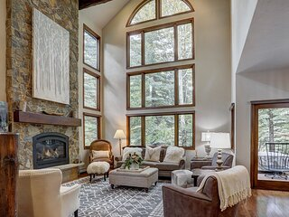 Luxury Home Arrowhead - Walk to lifts! Private entrance