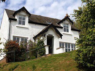 Gorgeous 3 bedroom cottage right by the beach in Coldingham