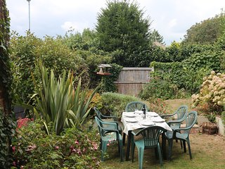 Quiet Central Location | 5 mins from Beach | Children Welcome | Parking | Garden