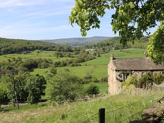 Holmedale Cottage nr Holmfirth. A listed cottage with stunning views