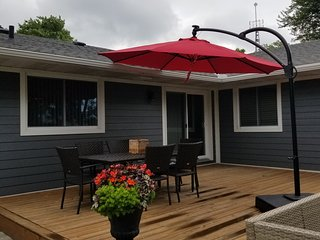 Alba Cottage along the scenic Niagara River Pkwy