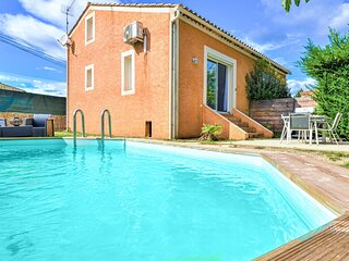 Nice home in Montaren et st mediers with Outdoor swimming pool and 2 Bedrooms (F