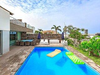 Villa w 5 bedroom, 5 ensuite bath and heated pool, El Duque. Heating included