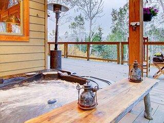 Dog Friendly Home, Long Term Stays, Amazing Mtn Views, Private Hot Tub, Decks, 2