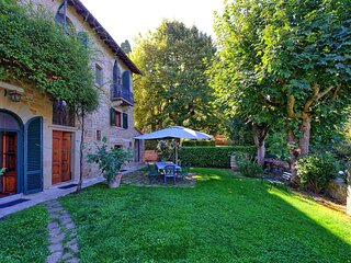 Six bedroom traditional Tuscan villa 5 minutes' walking distance to Cortona!