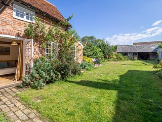 Crown Cottage, perfect setting in country village