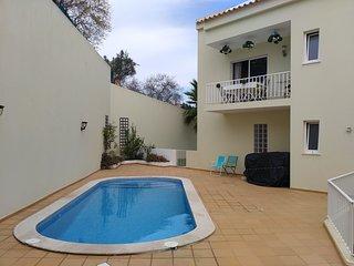 Algarve - Carvoeiro city center - Recent duplex apartment for 6.