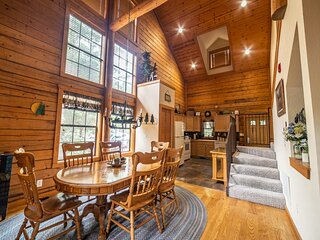 Walk-in Cabin with Private, Screened-in Balcony - Close to Shows & Dining!