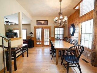 Perfect Family Retreat - 2BR+Loft Walk-in Cedar Log Cabin with Fireplace