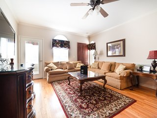 Beautiful 2 Bedroom, 2 Bath Walk-in Golf Condo with Roll-in Shower and Indoor Po