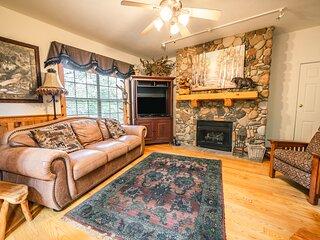 Multi-Unit Walk-in Cedar Log Cabin - Just off of Branson's 76 Country Blvd!