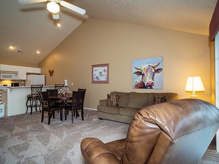1 King Bedroom Golf Condo feat. Beautiful Course View from Screened-in Balcony